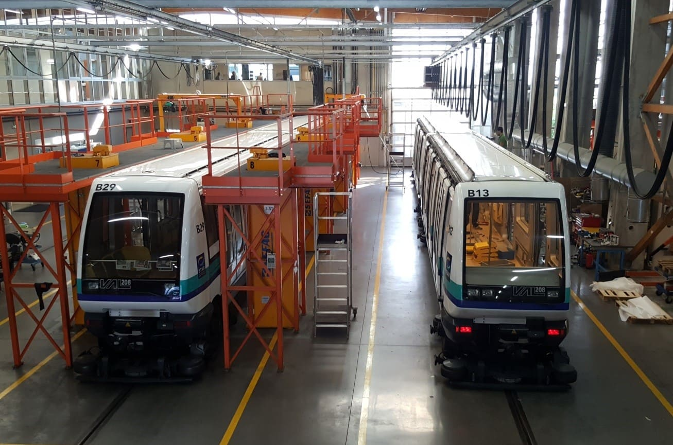 Rames de métro de Rennes en rénovation dans les locaux de SAFRA Rénovation